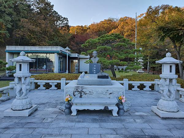 월전기념관에는 장우성 흉상 등이 세워져 있다.